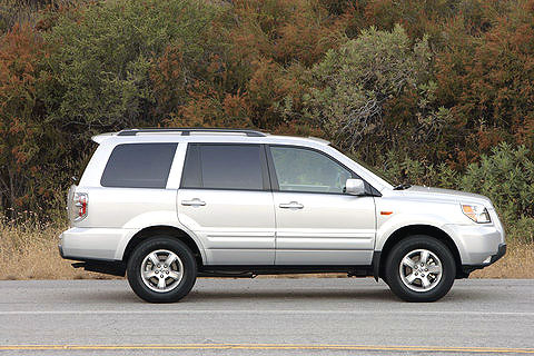 Honda Pilot is available in front-wheel drive and all-wheel drive2008 Honda