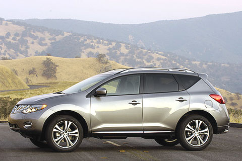 The 2009 Nissan Murano looks like its predecessor in many ways, but it has more creases and folds than the original Murano. It's a more modern look, but not necessarily better.